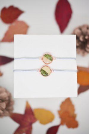 """Infinity Armband personalisiert """"YOUNIVERSE"""" mit Anhänger von Leafinity dünnes Textilarmband weiß silber"""