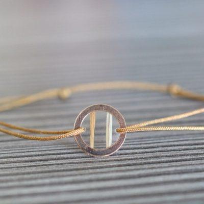"Infinity Armband personalisiert ""YOUNIVERSE"" mit Anhänger von Leafinity dünnes Textilarmband braun"