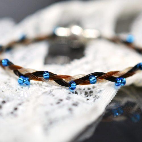 Pferdehaarschmuck mit blauen Perlen Pferdearmband Pferdehaararmband geflochten