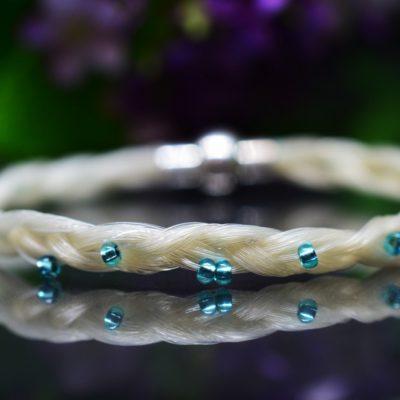 Pferdehaarschmuck mit Perlen blau Pferdearmband Pferdehaararmband geflochten