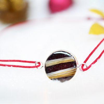 "Infinity Armband personalisiert ""YOUNIVERSE"" mit Anhänger von Leafinity dünnes Textilarmband rot braun"